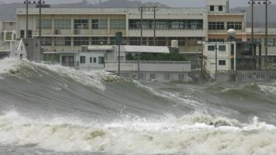 20110318180804-imagen-de-archivo-de-tsunami-en-okinawa-japn.jpg