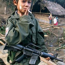 20110529172937-nino-soldado-campamento-jungla-birmana.jpg